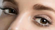 Channel your inner mod Hollywood starlet with lashes that were made for the big screen.